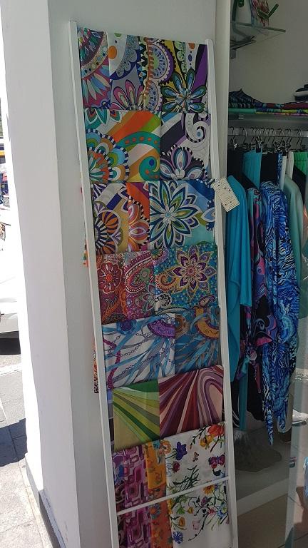 24-Comprando pareos de seda en Capri