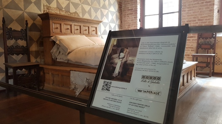10-Dentro de la casa, el dormitorio que pertenecio a la pelicula Romeo y Julieta de Franco Zeffirelli