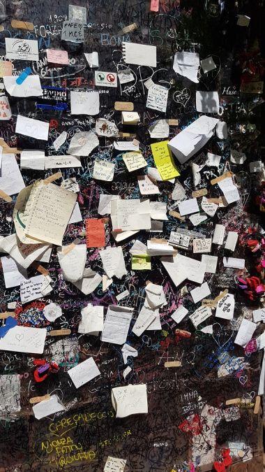 6-Elegi el idioma que quieras.. porque el amor es universal... y encontraras mensajes de todas partes del mundo